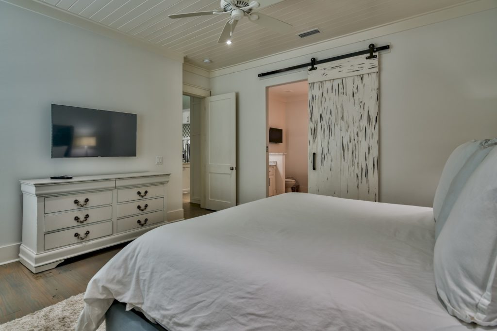 anchorsaway_bedroom2-min